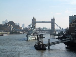 Crossing London Bridge, how can you not look downstream and capture what you see...