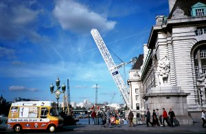 The Millennium Wheel, being raised to the vertical, in the summer of 1999