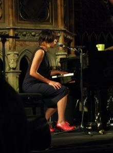 Tanita Tikaram, and dig those red shoes...;)
