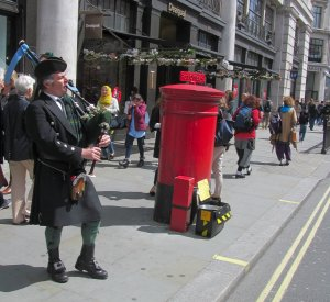 A Scotsman doing his thing early afternoon...