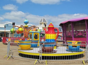More funfair amusements...