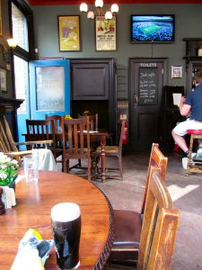 Inside The Flask pub, a welcome pint of Guinness ;)...