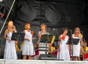 The vocal accompianists to the Pete Weston Swing Band