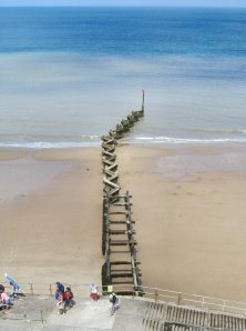 There are numerous breakwaters between Overstrand and Cromer, but this one seems to be unique in design...